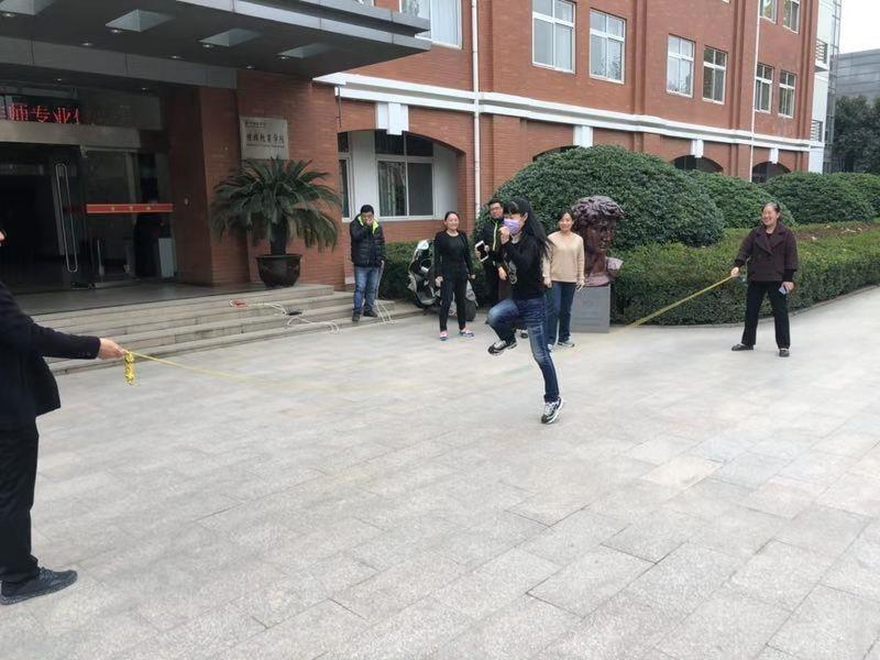 继续教育学院工会举办教工跳绳比赛