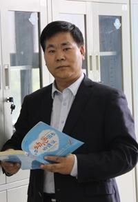 陈国维工作照.JPG